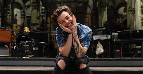 Harry Styles Poses on 'Saturday Night Live' Stage - Teen Vogue