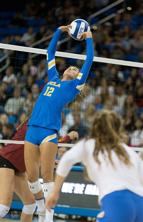 Women's volleyball upset in five-setter against Washington