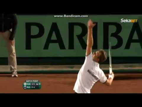 This Photo Of A Davis Cup Ball Girl Went Viral - But There