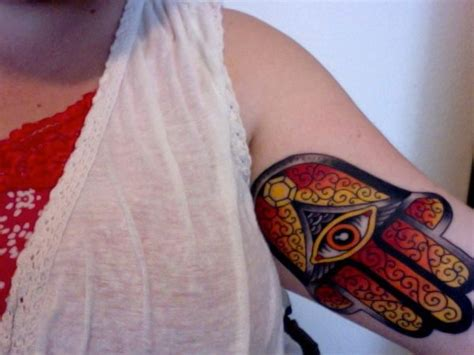 30 Cool Hamsa Tattoo Ideas with Meanings - Hative